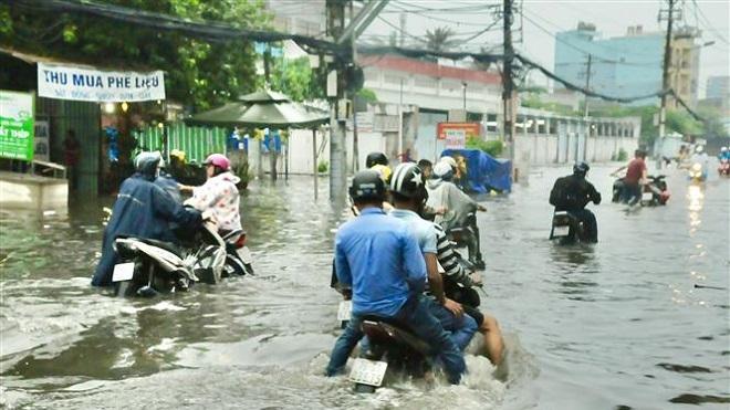 Thành phố Hồ Chí Minh: Nhiều tuyến đường ngập sâu sau mưa