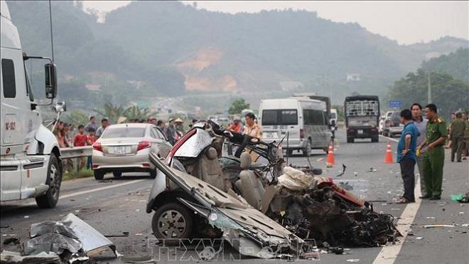 Liên tiếp xảy ra hai vụ tai nạn giao thông tại Thung Khe, Hòa Bình
