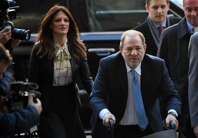 Trong ảnh: (tư liệu) Ông Harvey Weinstein tới tòa án ở New York, Mỹ, ngày 24/2/2020. Ảnh: AFP/TTXVN