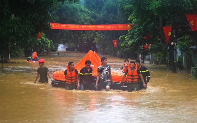 Trong ảnh: Mưa lớn gây ngập úng cục bộ một số địa phương của tỉnh Hà Giang, khiến ít nhất 5 người chết, 2 người bị thương, đồng thời gây thiệt hại nặng nề về tài sản, hoa màu, nhiều công trình bị nhấn chìm trong nước. Ảnh: Kim Tiến - TTXVN phát