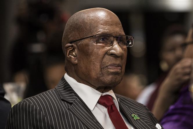 Trong ảnh: (tư liệu) Ông Andrew Mlangeni tham dự một sự kiện ở Johannesburg, Nam Phi, ngày 14/3/2018. Ảnh: AFP/TTXVN