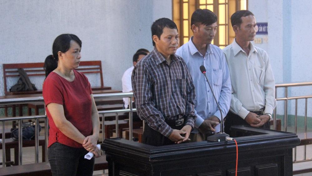 Các bị cáo: Phượng, Lam, Cảnh, Toan (từ trái qua) tại phiên tòa. Ảnh: Lê Văn Ngọc