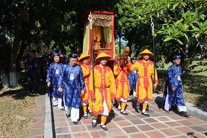 Trong ảnh: Quang cảnh lễ rước bài vị Hoàng đế Hàm Nghi và các nghĩa sỹ Cần Vương tại Hoàng thành Huế. Ảnh: Hồ Cầu-TTXVN