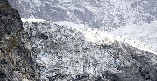Một đoạn của sông băng Planpincieux. Ảnh: Reuters