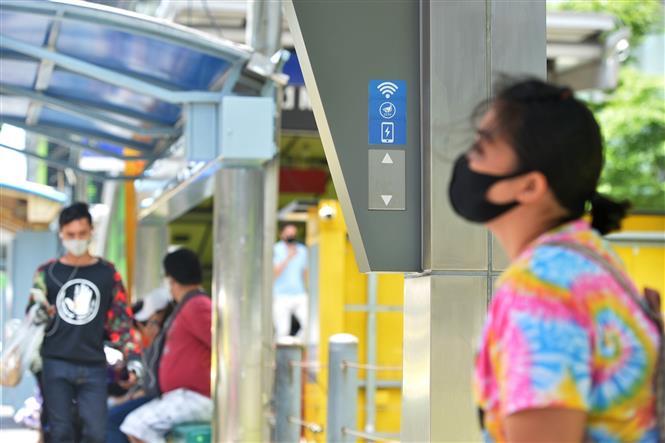 Trong ảnh: Người dân đeo khẩu trang phòng lây nhiễm COVID-19 tại Bangkok, Thái Lan. Ảnh: AFP/TTXVN