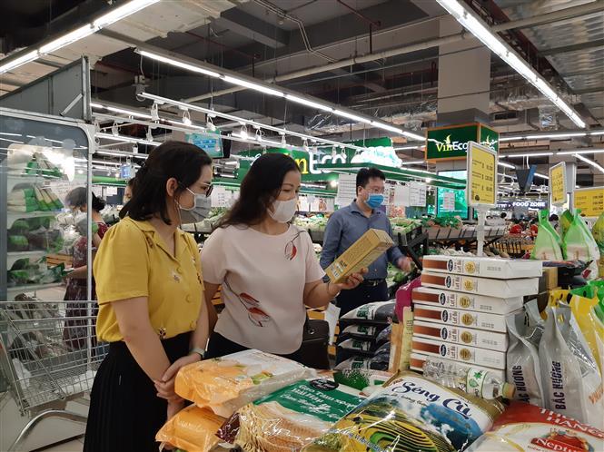 Trong ảnh: Đoàn kiểm tra công tác phòng chống dịch tại đơn vị thương mại trên địa bàn thành phố Hà Nội