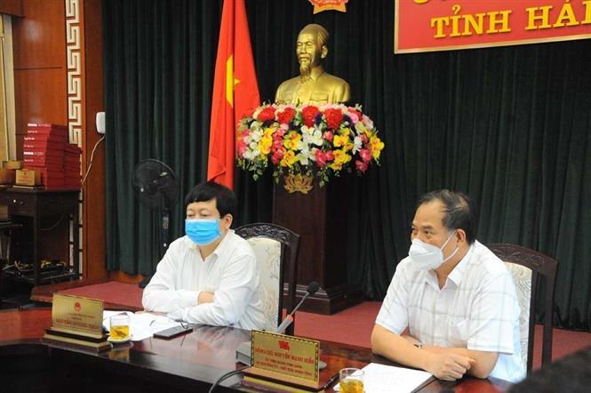 Trong ảnh: Bí thư Tỉnh ủy Hải Dương Nguyễn Mạnh Hiển (ngoài cùng, bên phải) và Chủ tịch UBND tỉnh Hải Dương Nguyễn Dương Thái chủ trì cuộc họp. Ảnh: Mạnh Minh- TTXVN