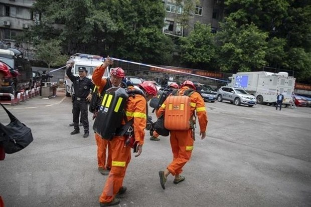 Lực lượng cứu hộ được triển khai tới mỏ khai thác than Songzao ở Trùng Khánh, Trung Quốc sau vụ rò rỉ khí carbon monoxide CO ngày 27/9/2020. (Ảnh: THX/TTXVN)