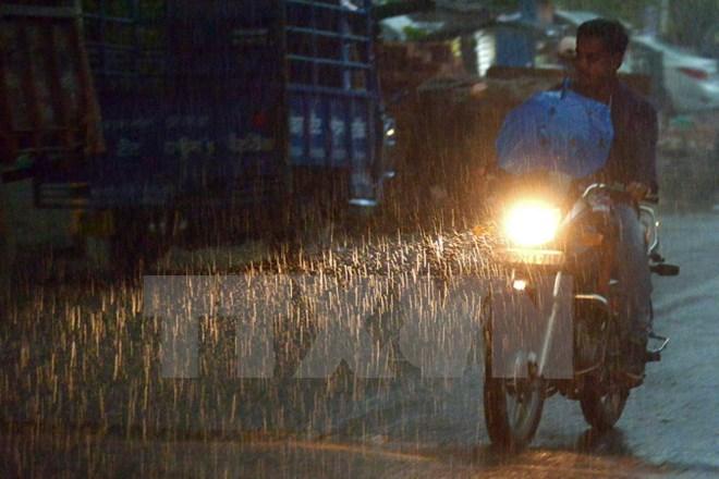 Chiều tối và đêm 2/9, mưa và dông bao trùm các khu vực trong cả nước