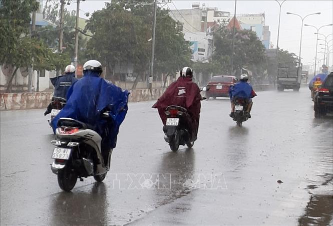 Các vùng đề phòng mưa dông, nguy cơ lốc xoáy và gió giật mạnh