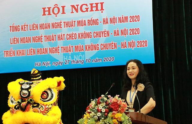 Phó Giám đốc Trung tâm Văn hoá thành phố Lý Thị Thuý Hạnh phát biểu tổng kết Liên hoan.