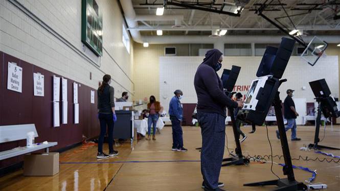 Bầu cử Mỹ 2020: Ứng cử viên Biden giành ưu thế trước Tổng thống D.Trump theo kết quả thăm dò dư luận tại 2 bang chiến địa