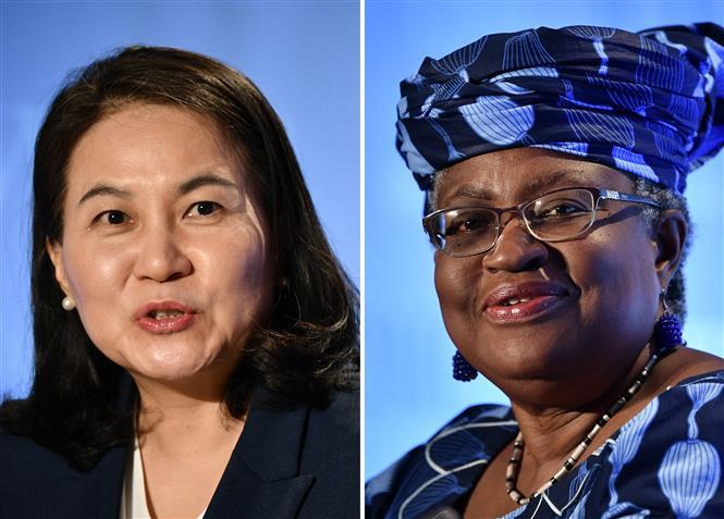 Bộ trưởng Thương mại Hàn Quốc Yoo Myung-hee (trái) tại Geneva (Thụy Sĩ) ngày 16/7/2020 và Cựu Bộ trưởng Tài chính Nigeria Ngozi Okonjo-Iweala tại Geneva ngày 15/7/2020. Ảnh: AFP/TTXVN