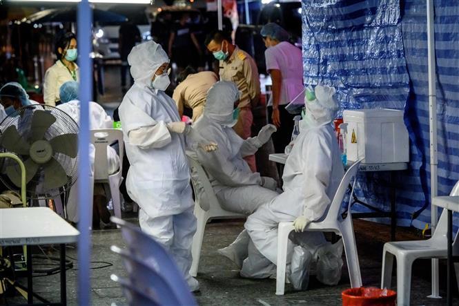 Một điểm xét nghiệm COVID-19 trên đường Khao San ở thủ đô Bangkok, Thái Lan, ngày 12/10/2020. Ảnh: AFP/TTXVN