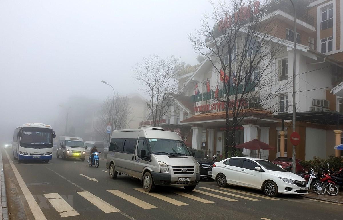 Thủ đô Hà Nội nhiều mây, có mưa vài nơi, sáng sớm có nơi có sương mù
