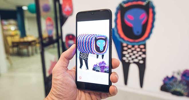"""1. Hãy tải ứng dụng Uramado AR miễn phí, hiện có sẵn phiên bản dành cho hệ điều hành iOS và Android 2. Cho phép ứng dụng truy cập vào máy ảnh 3. Hướng camera về phía Tanuki 4. Trả lời các câu hỏi! 5. Ở bước cuối, các bạn có thể truy cập vào chức năng """"lưu"""" và """"selfie"""""""