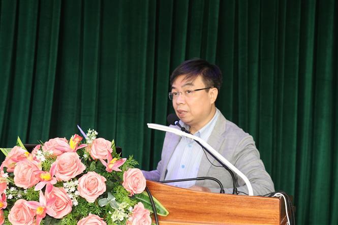 Trong ảnh: TS Chu Xuân Giao, Viện Nghiên cứu Văn hóa, Viện Hàn lâm Khoa học Xã hội Việt Nam trình bày tham luận tại hội thảo. Ảnh: Ngọc Thiện- TTXVN