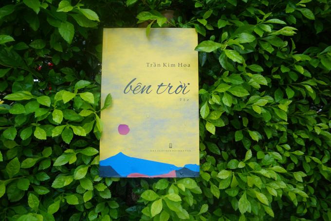 """Giải thưởng văn học Hội Nhà văn 2020 đã được trao cho tập thơ """"Bên trời"""" của nhà thơ Trần Kim Hoa"""