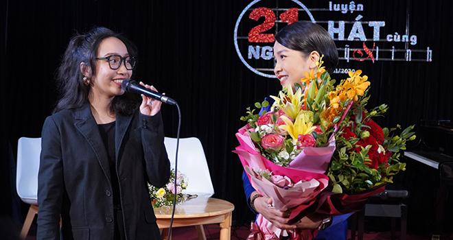 Đến hát mở màn cho buổi ra mắt dự án, con gái Mỹ Anh chia sẻ niềm tự hào về mẹ Mỹ Linh