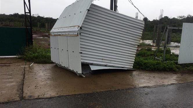 Bão số 13: Quảng Bình có 8 người bị thương, hơn 230 nhà bị tốc mái, hư hỏng