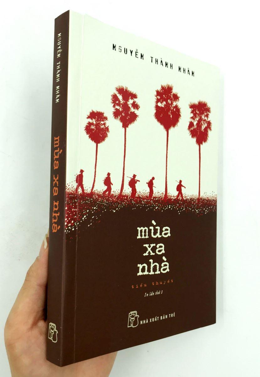 """Tiểu thuyết """"Mùa xa nhà"""" được Nguyễn Thành Nhân tự dịch sang tiếng Anh là """"Away From Home Season"""", bán đều đặn trong 10 năm qua"""