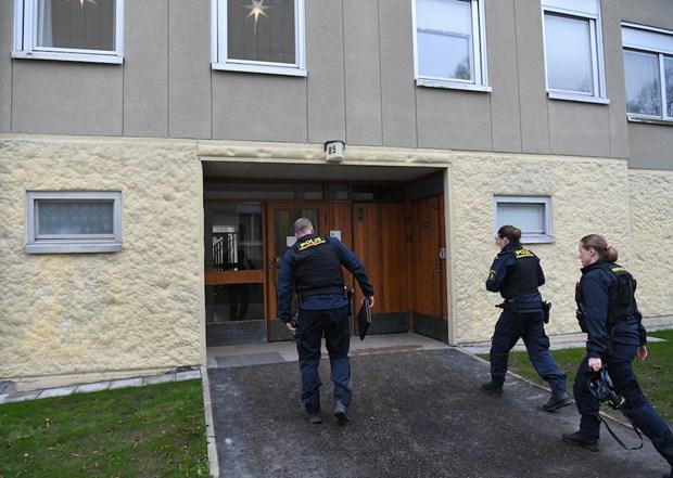 Cảnh sát Thụy Điển thu thập chứng cứ ở hiện trường. (Ảnh: Malay Mail)