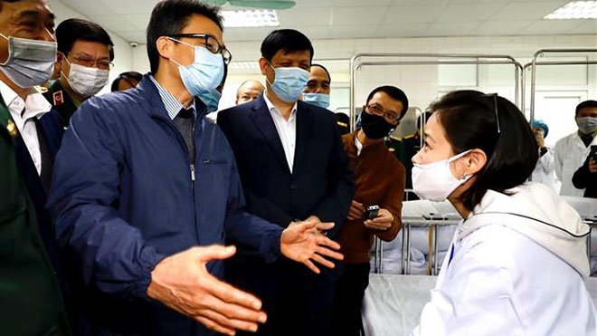 Phó Thủ tướng Vũ Đức Đam thăm các ca tiêm thử vaccine Nano Covax ngừa COVID-19 đầu tiên