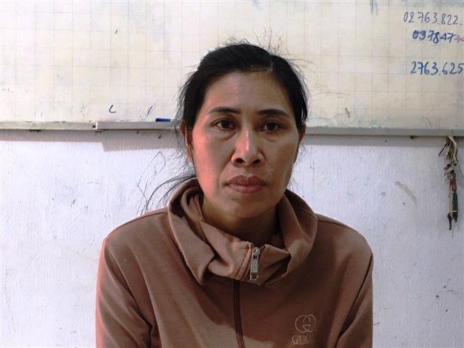Đối tượng Phan Thị Hương bị bắt giữ tại cơ quan công an. Ảnh: Thanh Tân - TTXVN