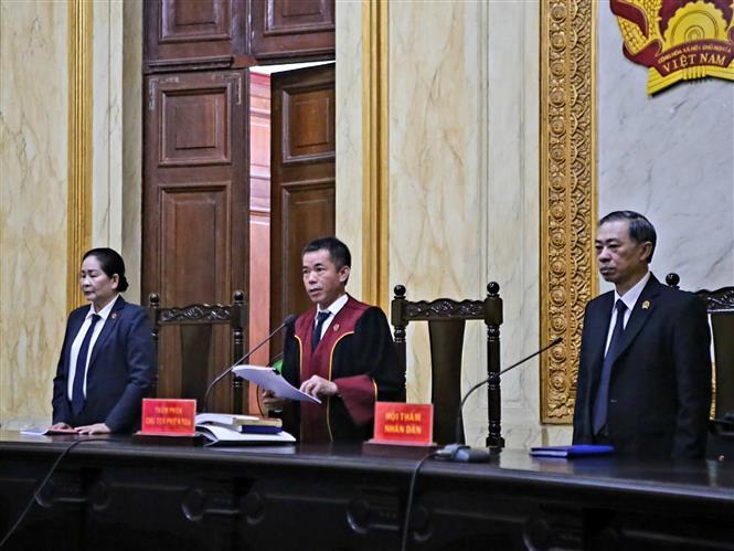 Trong ảnh: Hội đồng xét xử tuyên đọc bản án. Ảnh: Thành Chung - TTXVN