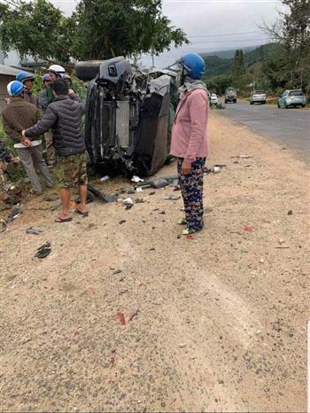 Trong ảnh: Hiện trường vụ tai nạn giao thông tại km 28+400, Quốc lộ 27 (đoạn qua xã Yang Reh, huyện Krông Bông, Đắk Lắk). Ảnh: TTXVN phát
