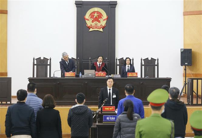 Trong ảnh: Hội đồng xét xử khai mạc phiên tòa. Ảnh: Doãn Tấn - TTXVN