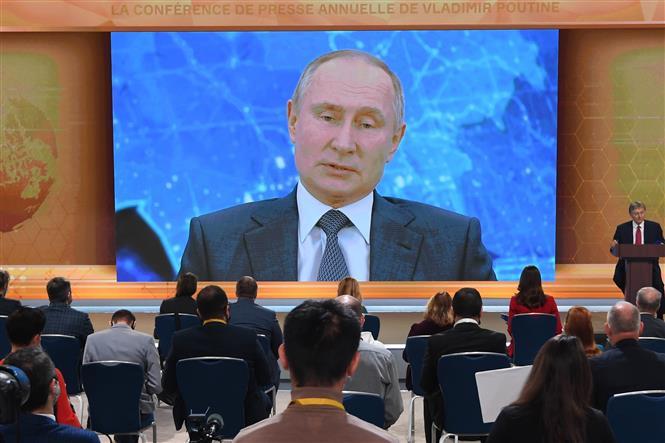 Trong ảnh: Tổng thống Nga Vladimir Putin phát biểu trong cuộc họp báo thường niên, được tổ chức theo hình thức trực tuyến, tại Novo-Ogaryovo, ngoại ô Moskva, ngày 17/12/2020. Ảnh: AFP/ TTXVN