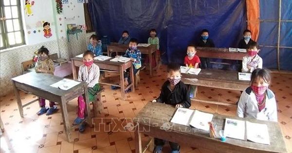Học sinh lên lớp ở Hà Giang