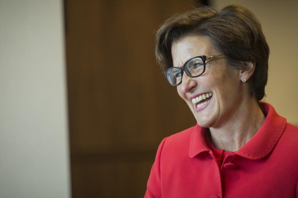 bà Jane Fraser làm Giám đốc điều hành