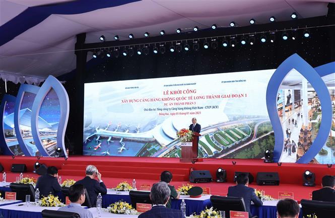 Thủ tướng Nguyễn Xuân Phúc phát lệnh khởi công. Ảnh: Thống Nhất – TTXVN