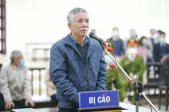Bị cáo Phan Chí Dũng (63 tuổi, cựu Vụ trưởng Công nghiệp nhẹ, Bộ Công Thương) khai báo trước tòa. Ảnh: Doãn Tấn - TTXVN