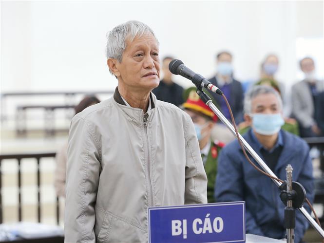 Bị cáo Lâm Nguyên Khôi (65 tuổi, cựu Phó Giám đốc Sở Kế hoạch và Đầu tư Thành phố Hồ Chí Minh) khai báo trước tòa. Ảnh: Doãn Tấn - TTXVN