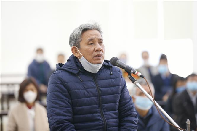 Bị cáo Lê Văn Thanh (58 tuổi, cựu Phó chánh Văn phòng UBND thành phố Hồ Chí Minh) khai báo trước tòa. Ảnh: Doãn Tấn - TTXVN