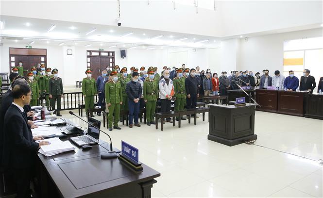 Bị cáo Đinh La Thăng, cựu Chủ tịch Hội đồng quản trị Tập đoàn Dầu khí Việt Nam (PVN) và đồng phạm tại phiên tòa. Ảnh: Doãn Tấn - TTXVN