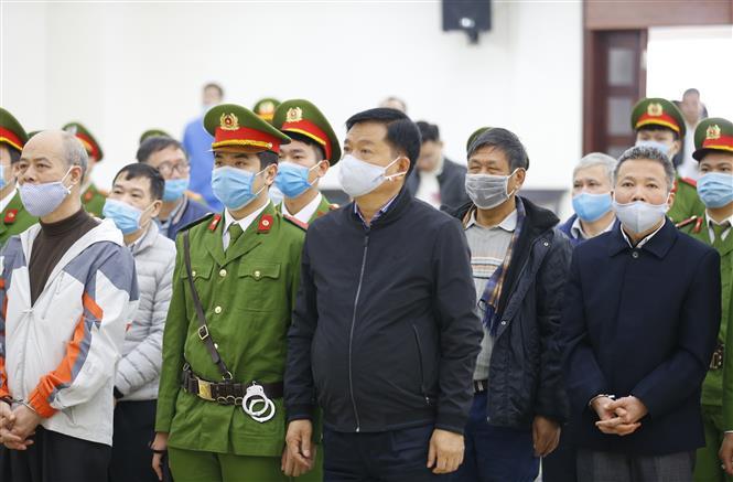Trong ảnh: Bị cáo Đinh La Thăng, cựu Chủ tịch Hội đồng quản trị Tập đoàn Dầu khí Việt Nam (PVN) và đồng phạm tại phiên tòa. Ảnh: Doãn Tấn - TTXVN