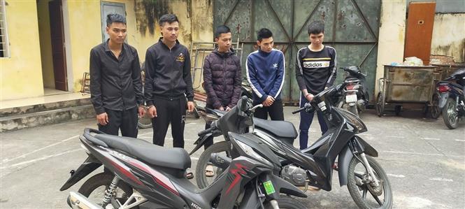 Các đối tượng trong nhóm Nguyễn Đình Bảo bị công an bắt giữ. Ảnh: Trịnh Duy Hưng - TTXVN