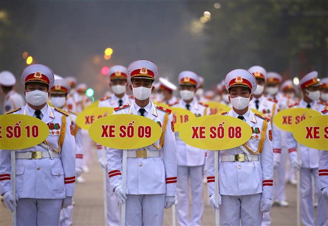 Trong ảnh: Lực lượng Quân đội tổng duyệt nội dung đưa các đoàn đại biểu vào Lăng viếng Chủ tịch Hồ Chí Minh. Ảnh: Dương Giang - TTXVN