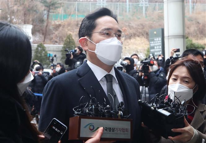 Người thừa kế Tập đoàn Samsung Lee Jae-yong tới Tòa án cấp cao Seoul, Hàn Quốc ngày 18/1/2021. Ảnh: Yonhap/TTXVN