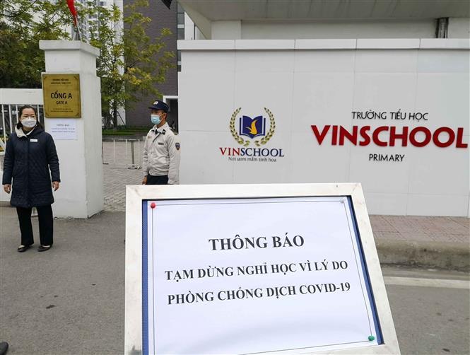 Trong ảnh: Trường Tiểu học Vinschool (Times City) đã cho học sinh nghỉ học ngày 29/1/2021. Ảnh: Thanh Tùng - TTXVN