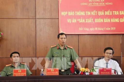 Lãnh đạo Công an tỉnh Đắk Nông trả lời câu hỏi của phóng viên báo chí. Ảnh: Ngọc Minh - TTXVN