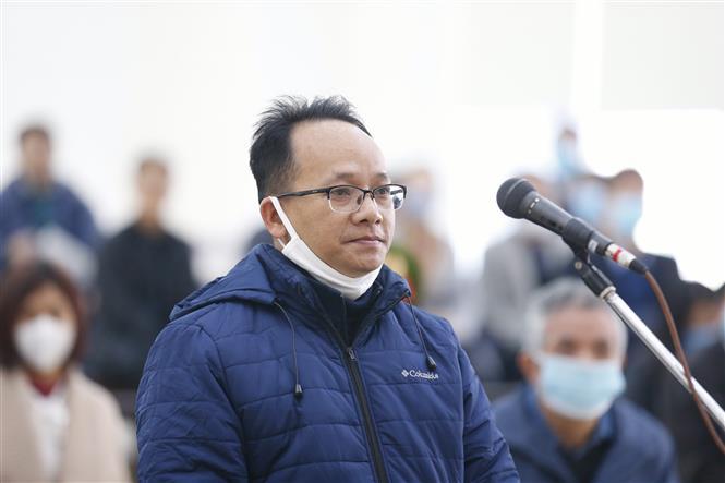 Bị cáo Nguyễn Thanh Chương (46 tuổi, cựu Trưởng phòng Đô thị, Văn phòng UBND TP. Hồ Chí Minh) khai báo trước tòa. Ảnh: Doãn Tấn - TTXVN