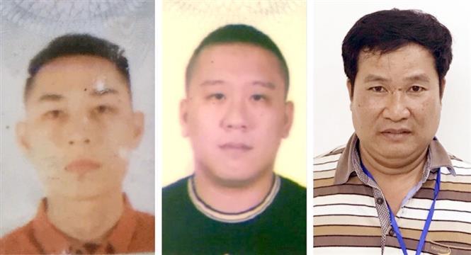 3 bị can gồm: Mai Tiến Dũng (áo đỏ), Nguyễn Bảo Trung (áo đen) và Phạm Văn Hiệp (áo kẻ ngang). Ảnh: Bộ Công an/TTXVN phát