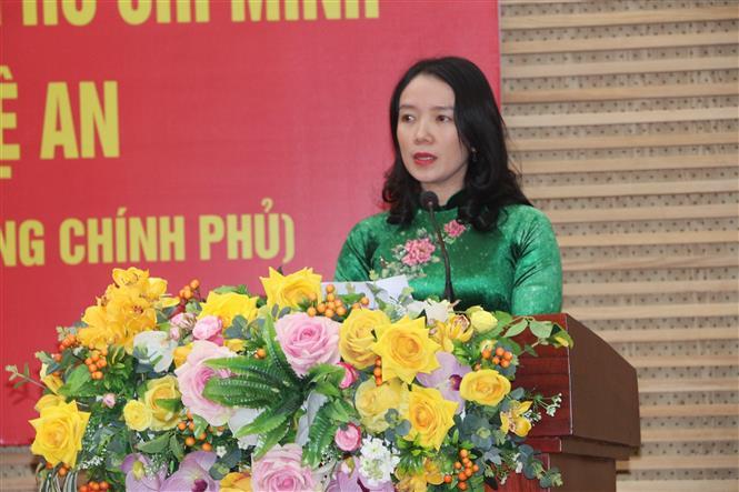 Bà Nguyễn Thị Mỹ Hạnh, Giám đốc Sở Văn hóa - Thể thao tỉnh Nghệ An, phát biểu khai mạc. Ảnh: Bích Huệ - TTXVN