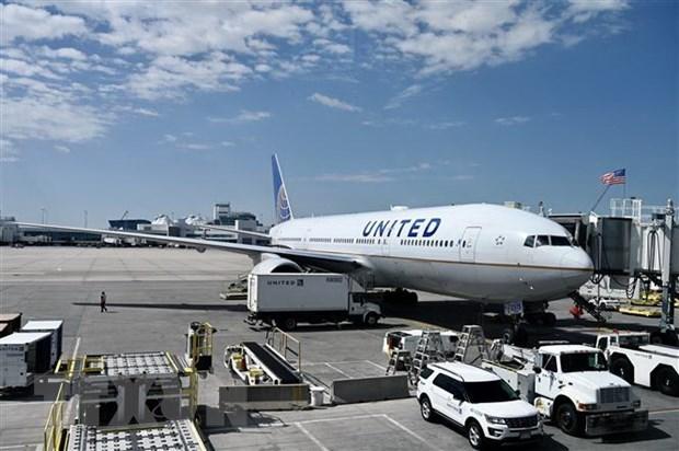 Máy bay Boeing 777-200 của hãng hàng không United Airlines tại sân bay quốc tế Denver, Colorado, Mỹ. (Ảnh: AFP/TTXVN)