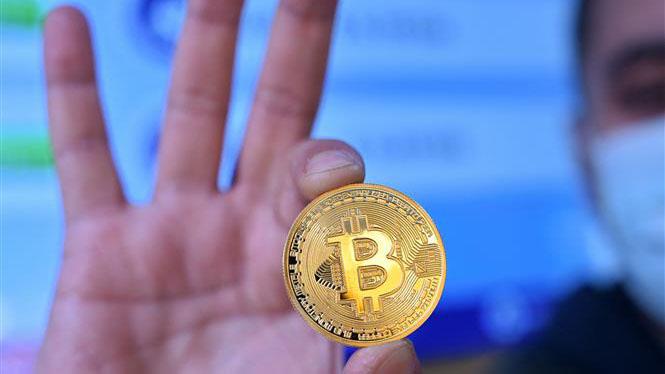 Đồng Bitcoin lần đầu vượt mốc 50.000 USD